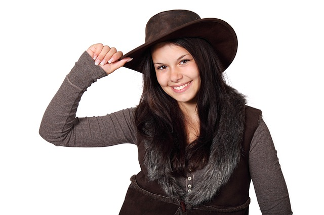 Latest-Fashion-Hats-for-Ladies-a